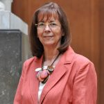Dra. María Teresa Ruiz, miembro de número, recibe medalla Juvenal Hernández de la U. de Chile